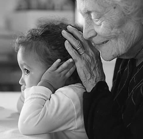nonna-e-bambina