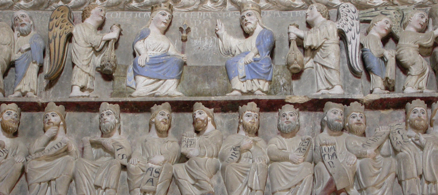Pontile interno alla chiesa con altorilievi di grande pregio.