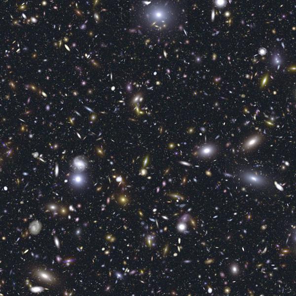 Ogni punto luminoso è una galassia che comprende miliardi di stelle