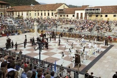 partita con scacchi viventi a Marostica