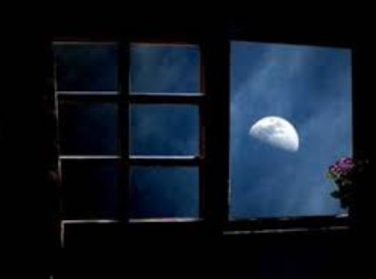 luna entra dalla finestra
