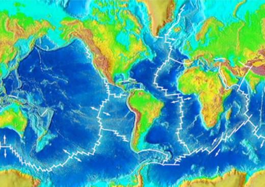 le dorsali oceaniche in cui si originano le forze che premono sulle placche